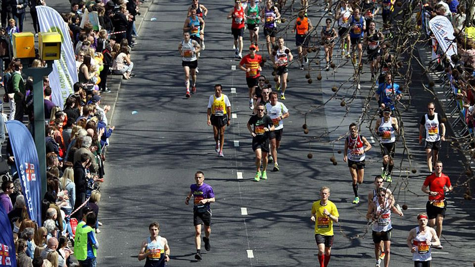 runners at London Marathon