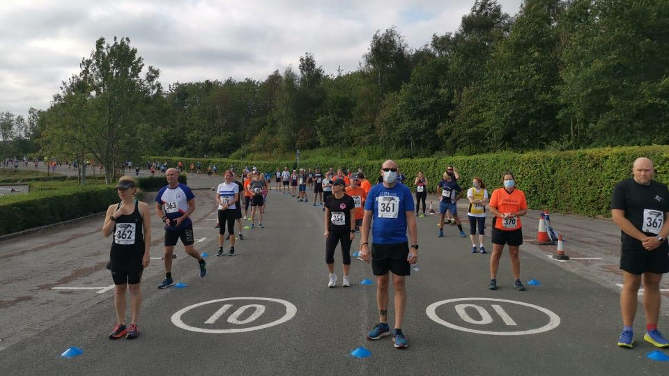 Socially distanced runners at the Carsington 7+ race