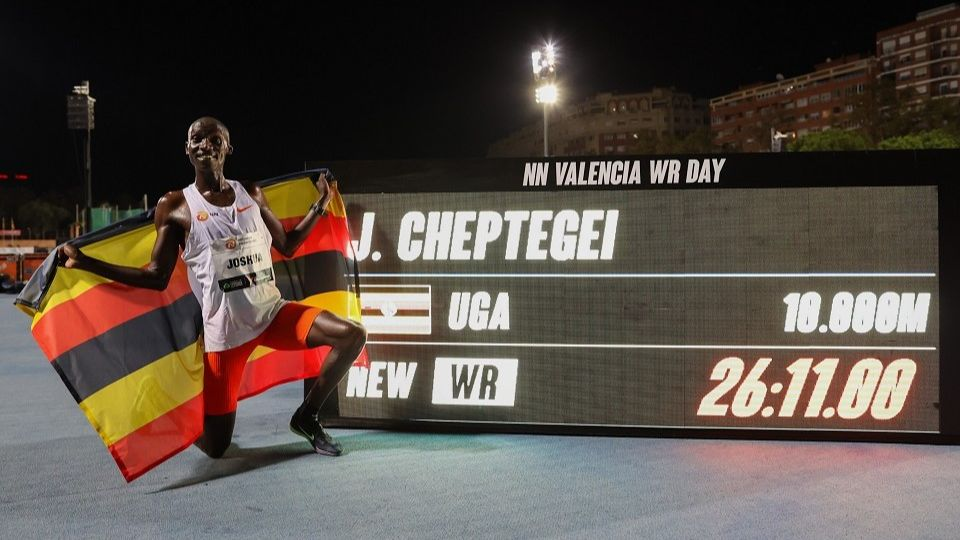 /images/2020/12/joshua-cheptegei-world-10000m-record-620370.jpg