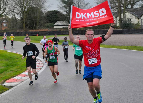 runner in DKMS T-shirt with flag
