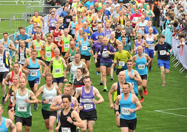 runners at the start of Cumbernauld 10K