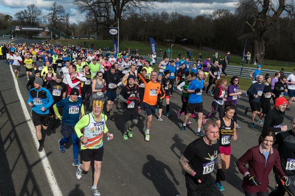 runners at Oulton Park